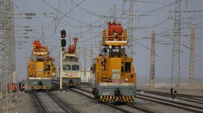 新疆:奔跑的铁路追梦人