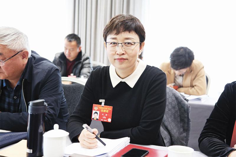 咏梅委员:让居民在家门口享受优质医疗服务