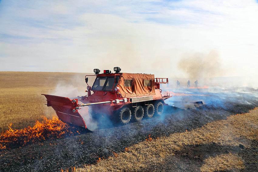 呼伦贝尔市森林消防支队开展全地形草原灭火战车战法训