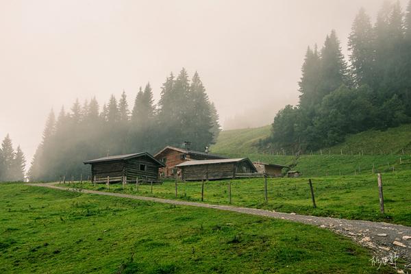 圣沃尔夫冈:蒙蒙烟雨下的阿尔卑斯小镇