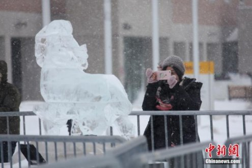 加拿大万锦市展出哈尔滨冰雕作品