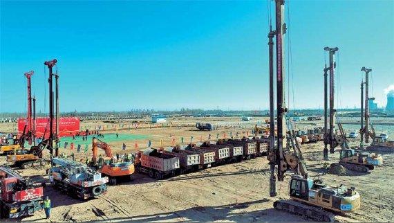 年产100万吨煤制乙二醇项目进入全面实