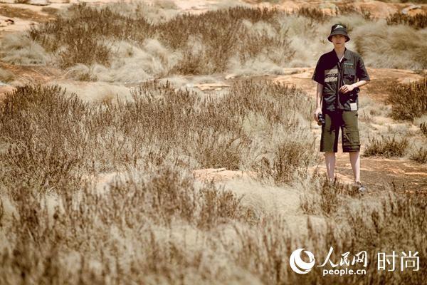 刘昊然为保护野生动物发声 新照曝光与大象近距离接触【2】
