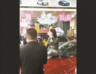 """奔驰致歉""""西安维权女车主""""多部门已展开调查"""